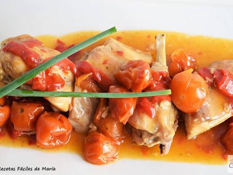 Conejo con tomate, cherrys y pimientos