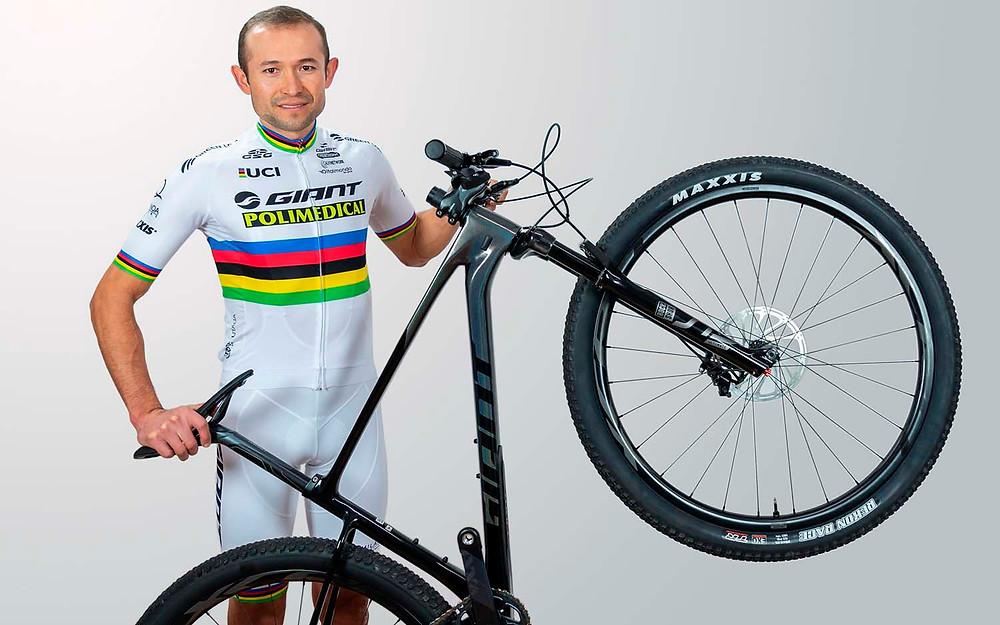 El ciclista boyacense siempre sueña con lucir la maillot arcoiris. Crédito: federacioncolombianadeciclismo.com