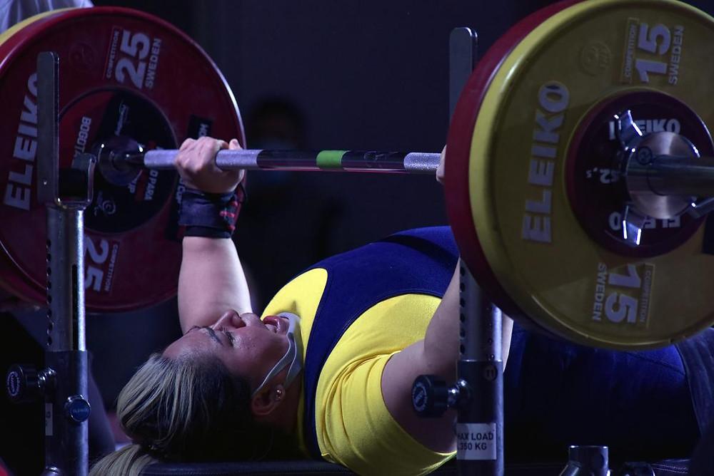 Bertha Fernández, de Colombia, compitiendo en la categoría femenina de hasta 73 kg en la Copa del Mundo Bogotá 202