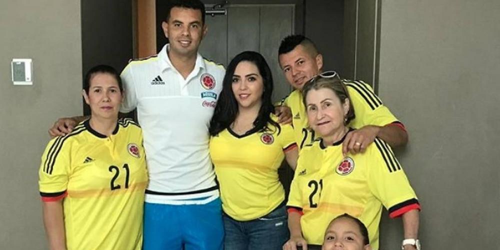 Edwin Cardona junto a su familia, quien lo ha acompañado paso a paso en su carrera.