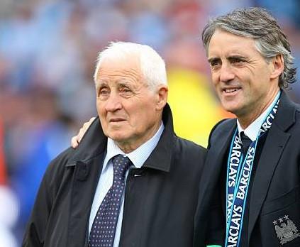 Roberto Mancini junto a su padre Aldo. Crédito: Getty Images