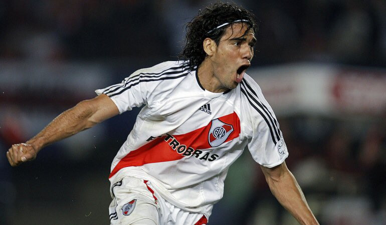El sueño de su padre lo llevó a ser leyenda en River Plate. Crédito: Imagen de archivo
