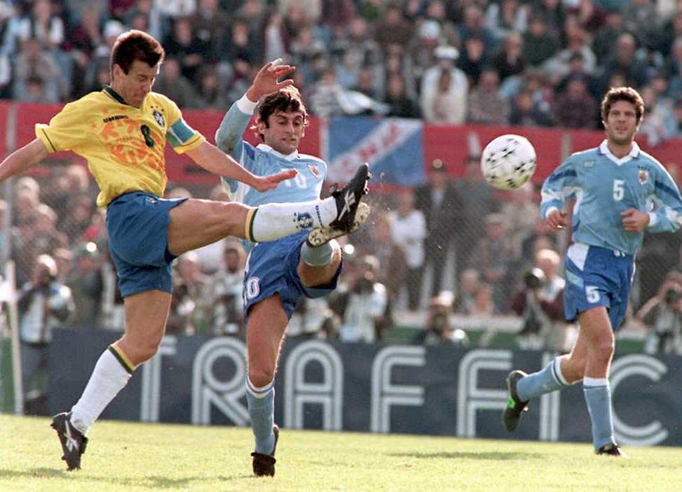 El duelo Dunga - Francescoli fue uno de los mejores de la final de Uruguay 1995. Crédito: Getty Images