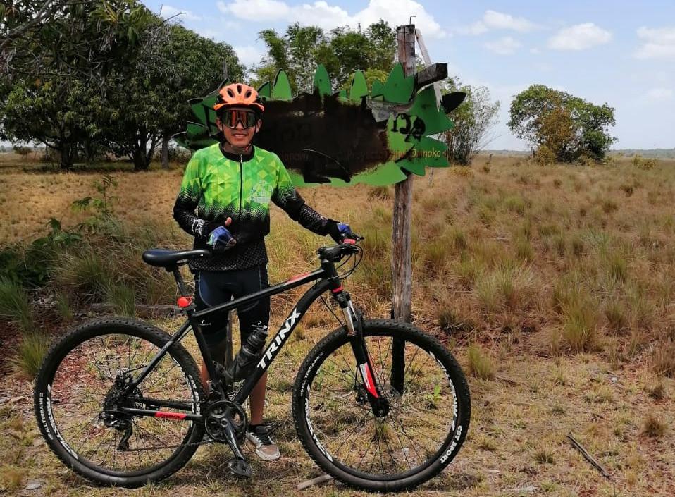 Ángel Marchena es un ciclista de Puerto Carreño, Vichada. Su ídolo es Nairo Quintana y sueña con escribir su propia historia.