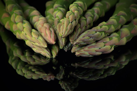 Christina Groth-Biswas - Asparagus on glass