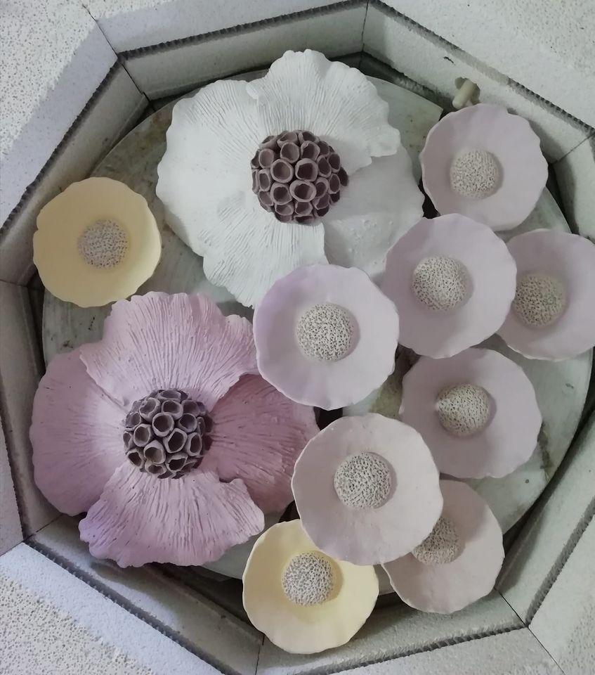 fleurs main d'argile