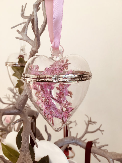GLASS HANGING HEART WITH CHRISTMAS DECOR -GIFT BOXED - 7 X 9CM
