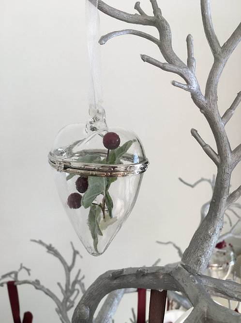 GLASS HANGING HEART WITH CHRISTMAS DECOR -GIFT BOXED - 7x9CM
