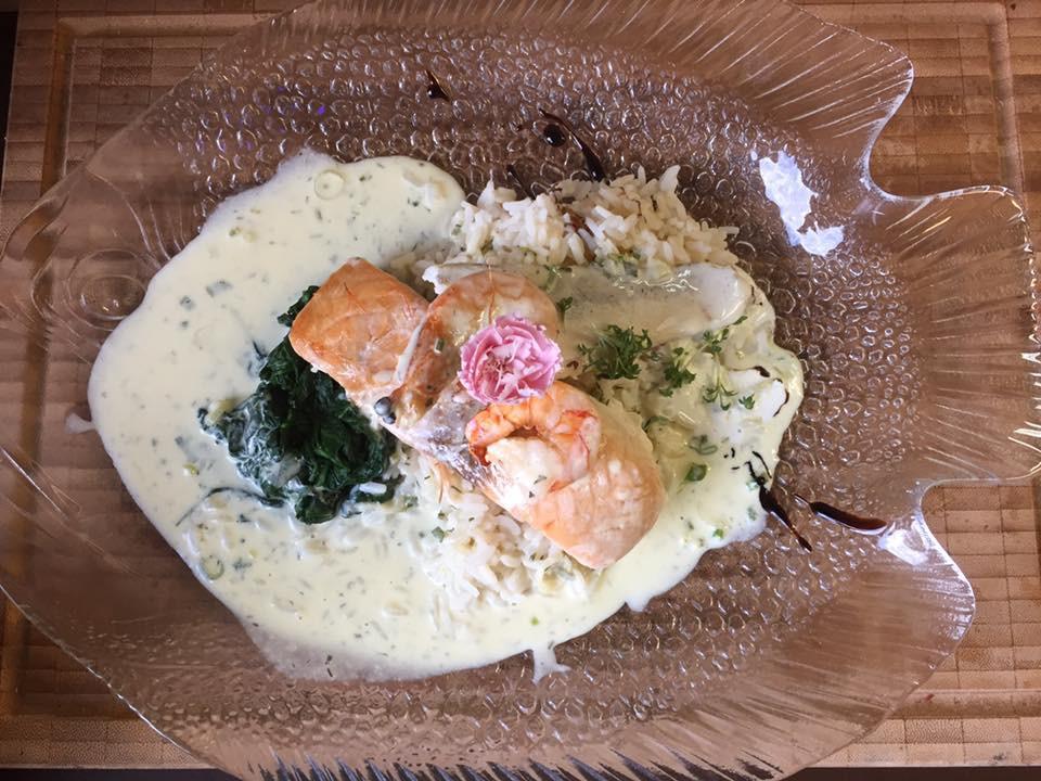 Lachsfilet in Kräuterrahmsauce