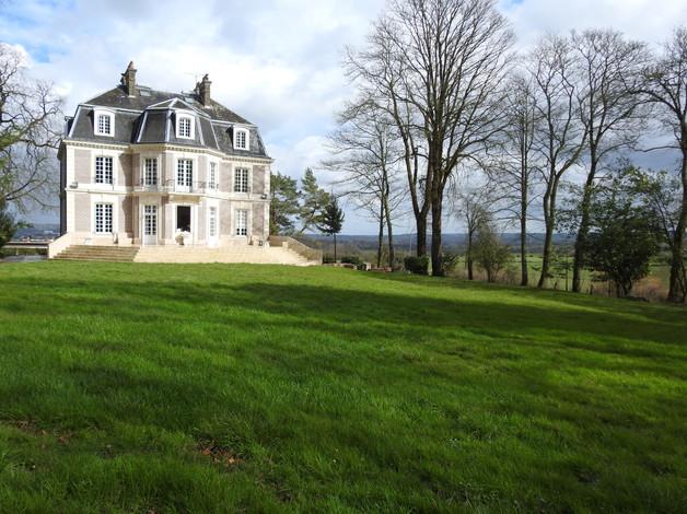 Chateau_d'Avesnes_-_Façade_OUEST.JPG