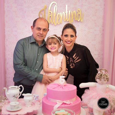 Valentina com os pais