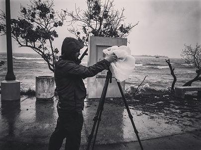 Videographe with camera on tripod