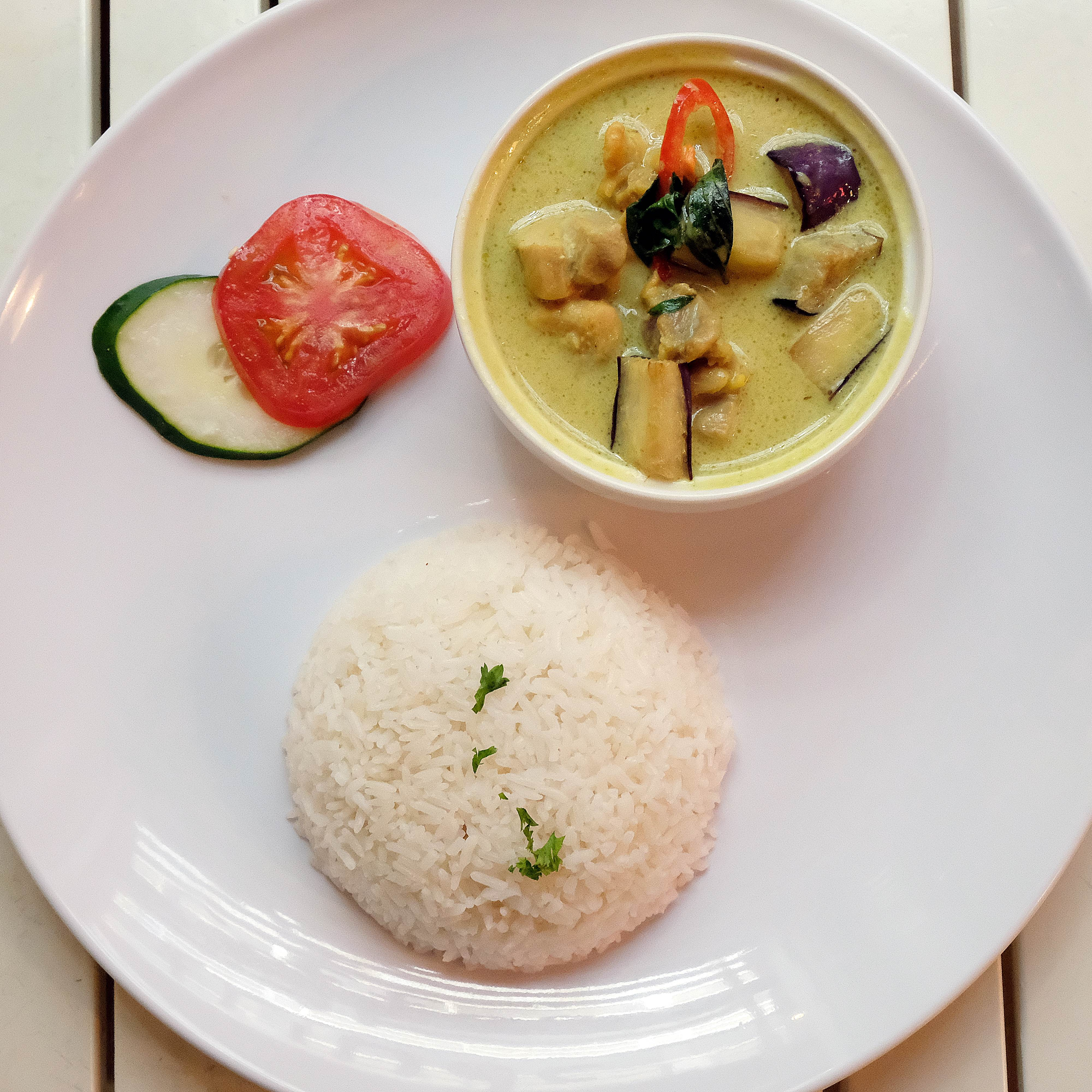 Thai green curry chicken with rice