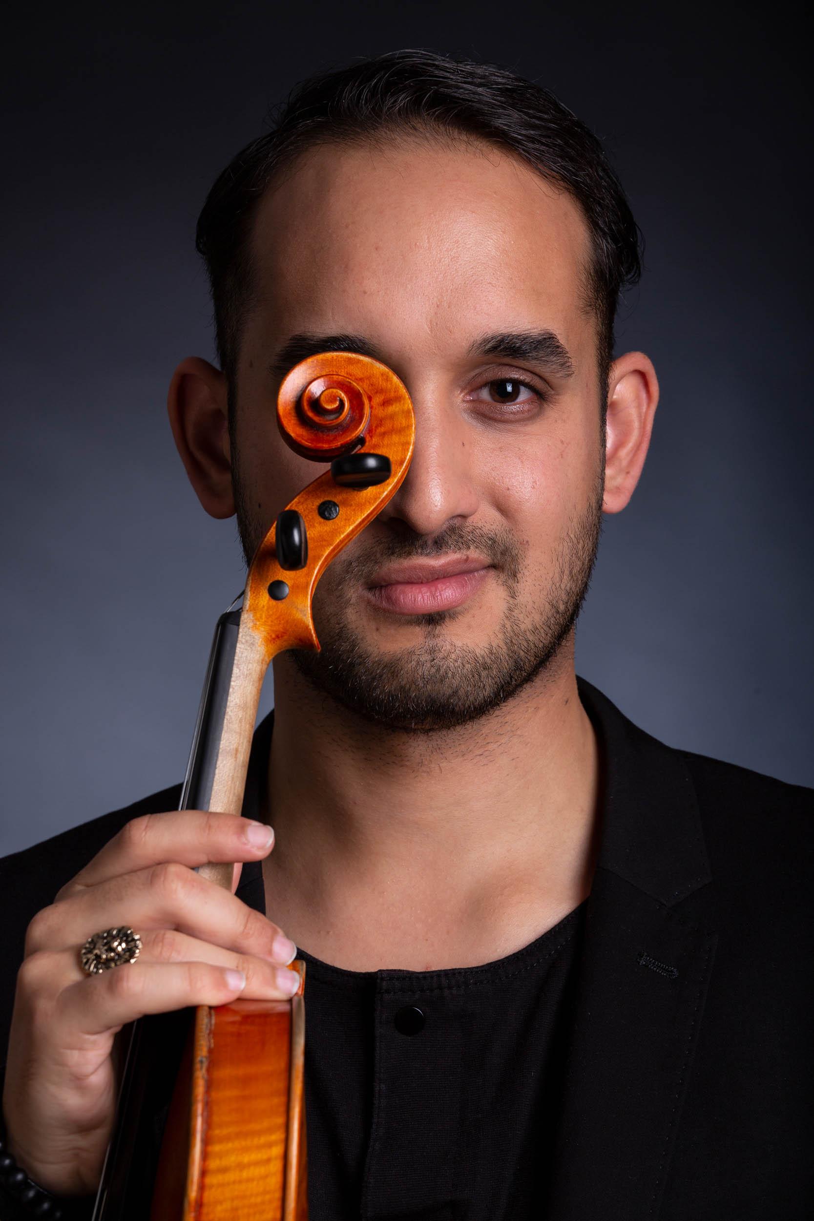 SOLYMOSI MÁTÉ //  hegedű