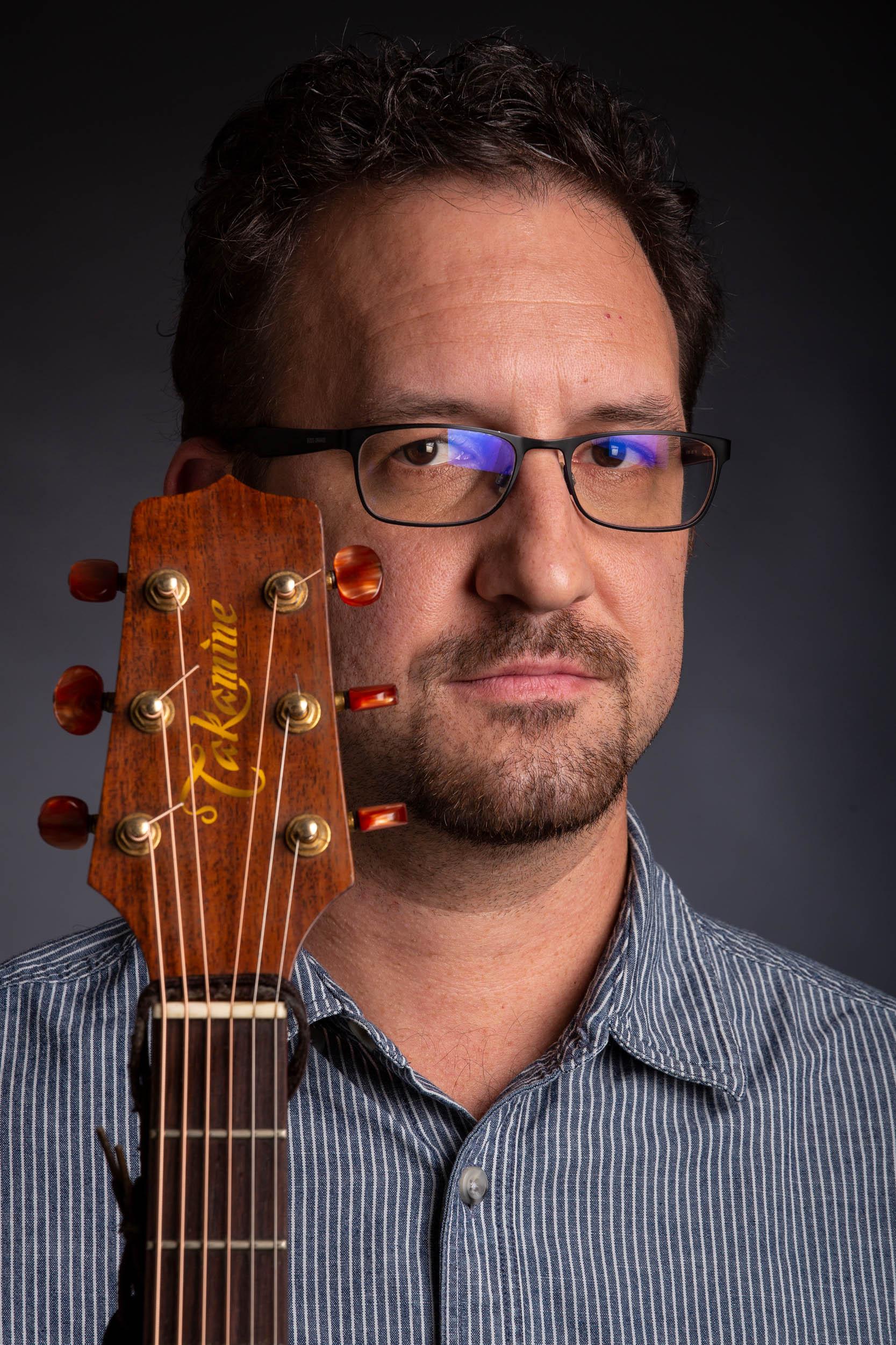 VARGA KORNÉL // gitár, baglama