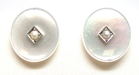 14kt Mother of Pearl & Pearl Earring