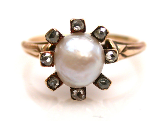18kt Pearl & Diamond Ring