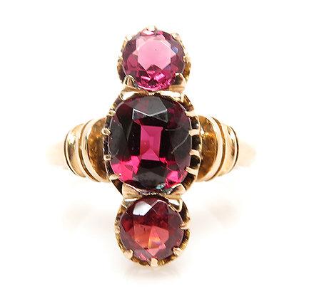 Antique Victorian 14kt Garnet Ring