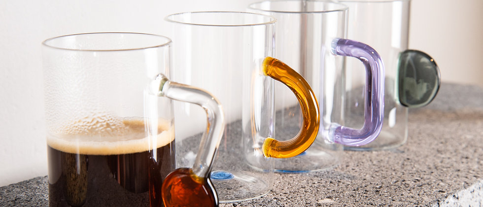 TEA CUP SET IN GLASS