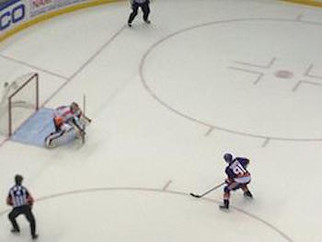 ISLANDERS STAY HOT AND DEFEAT THE FLYERS