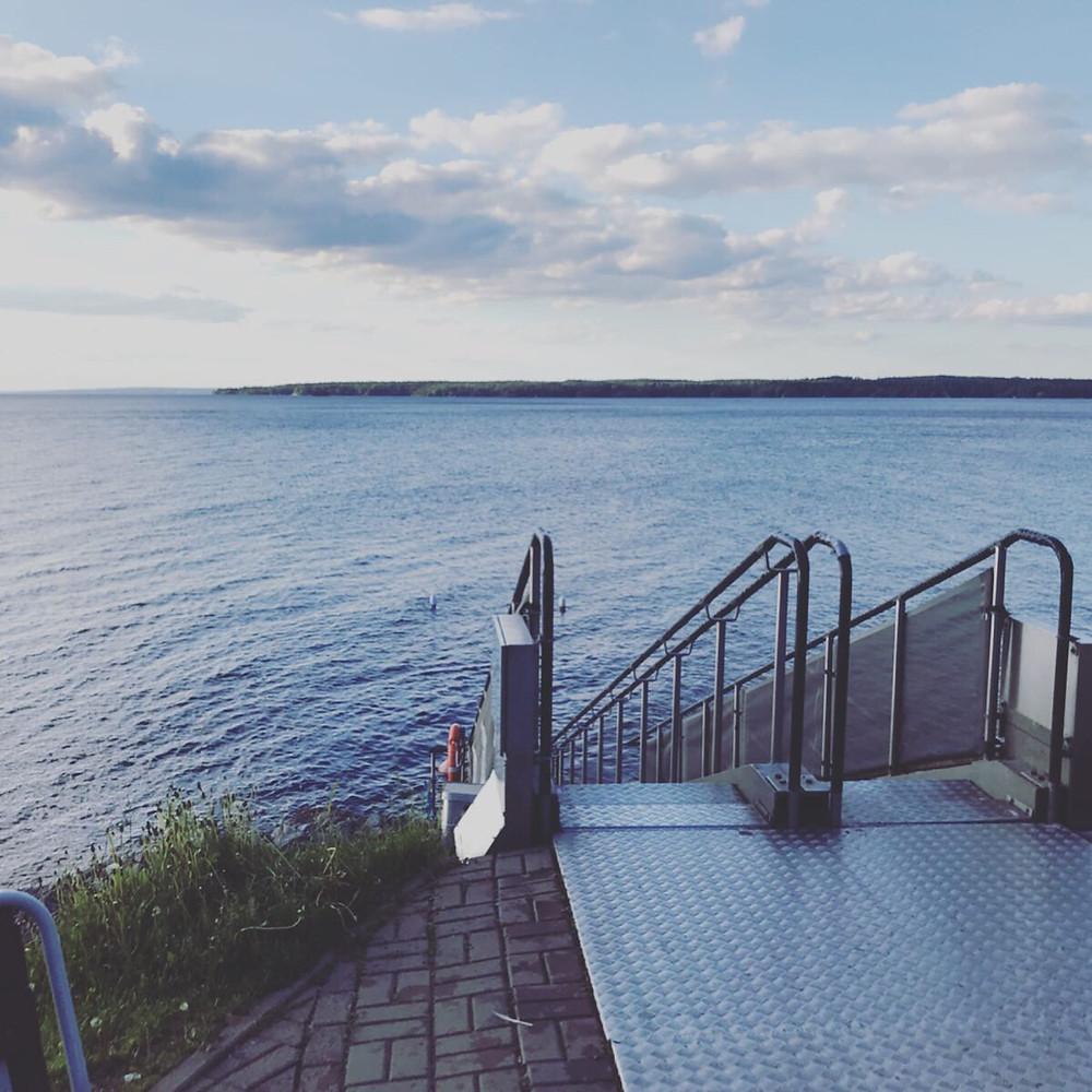 ここから湖に降りていきます。