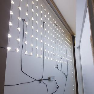 installation mur lumineux salon de coiffure