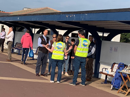 Royals help out with the Great British Beach Clean in Southsea!