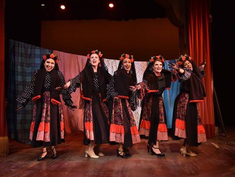 Ariel Triunfo, center, as Edna Mae