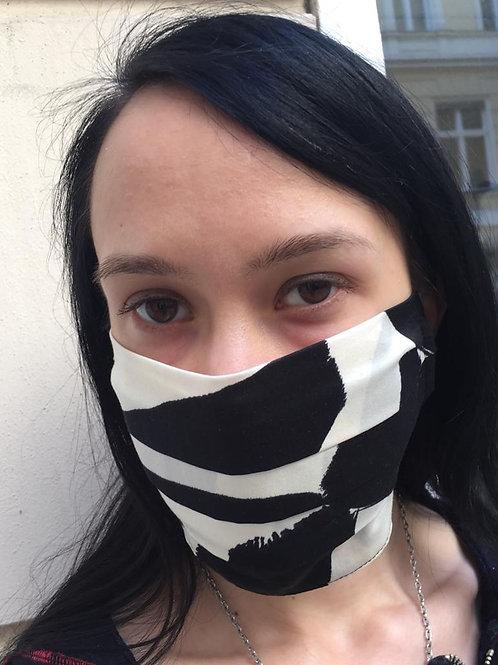 Elegante Maske in schwarz/weiß