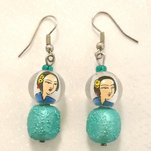 Ohrringe mit handbemalten asiatischen Glasperlen