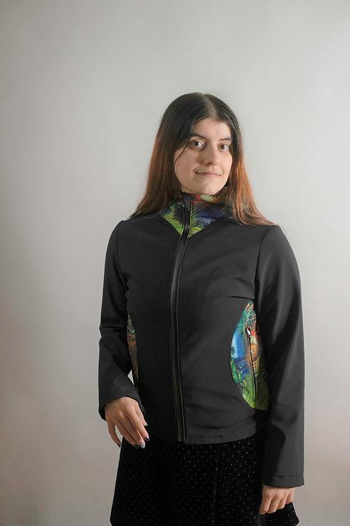 Outdoor-Jacke verziert mit interessanten Natur-Ornamenten