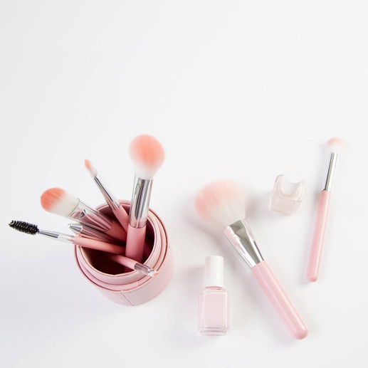 Beauty Tip : 3 Tips to Cleaning Your Brushes