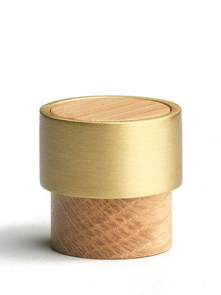 Radio. knob/hook, oak/brass