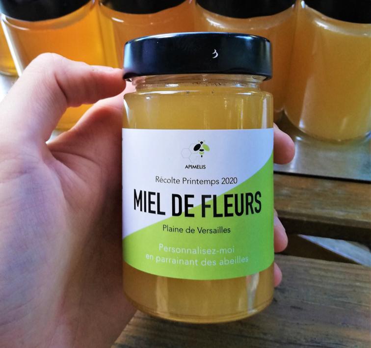Mettre en pot étiqueter recolte miel apimelis apiculture apiculteur ruche abeille
