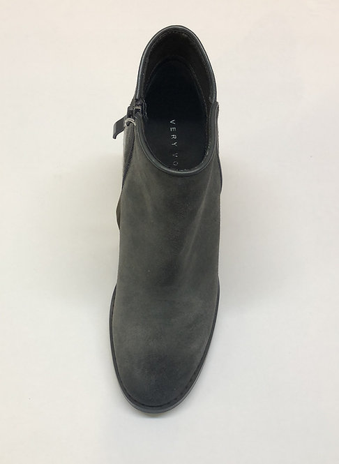 Very Volatile Boots Size 7