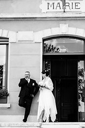 mariés devant la mairie.jpg