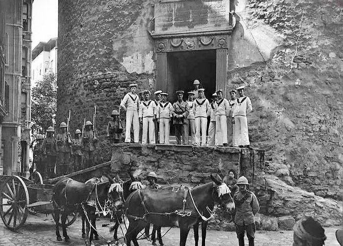 Britissh_Soldiers_in_Galata_Tower_İstanb