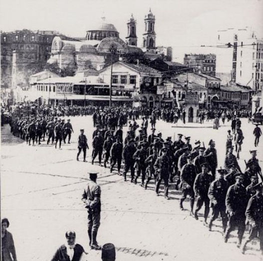 British_troops_are_marching_from_Pera_to