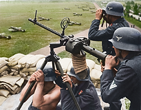 A Luftwaffe anti-aircraft team operating