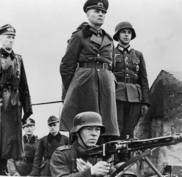 Ervin Rommel inspectiong the defence lin