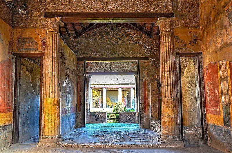800px-The_tablinum_of_the_House_of_Menander_(Regio_I),_Pompeii_(14978936569)_edited.jpg