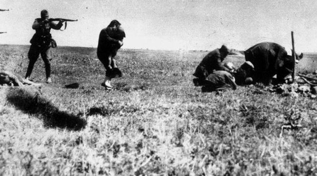 In Kiev Jews are executed by Germans.jpg