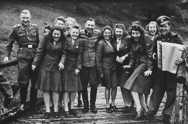 personnel of Auschwitz posing together -