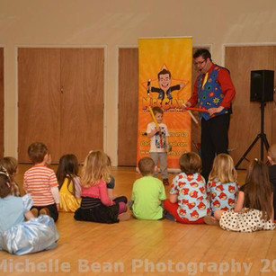 magician childrens entertainer.jpg