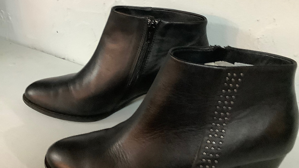 NEW Vionic Black Bootie with Studs Size 8.5