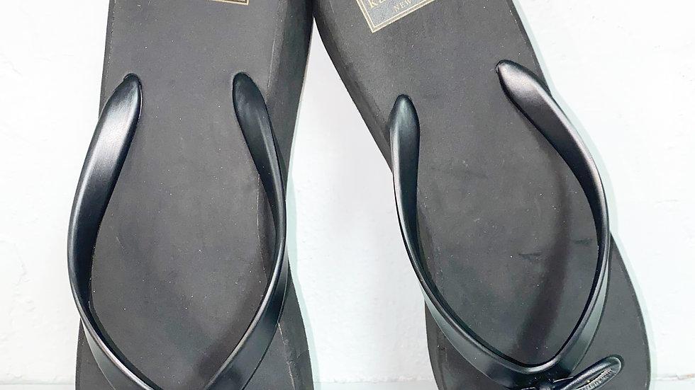 Kate spade platform thong sandal with spade charm size 11