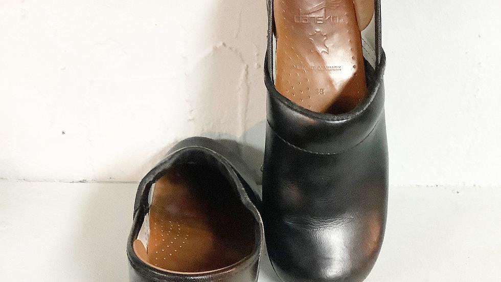 Dansko Black Leather clog Size 38 (7.5-8)