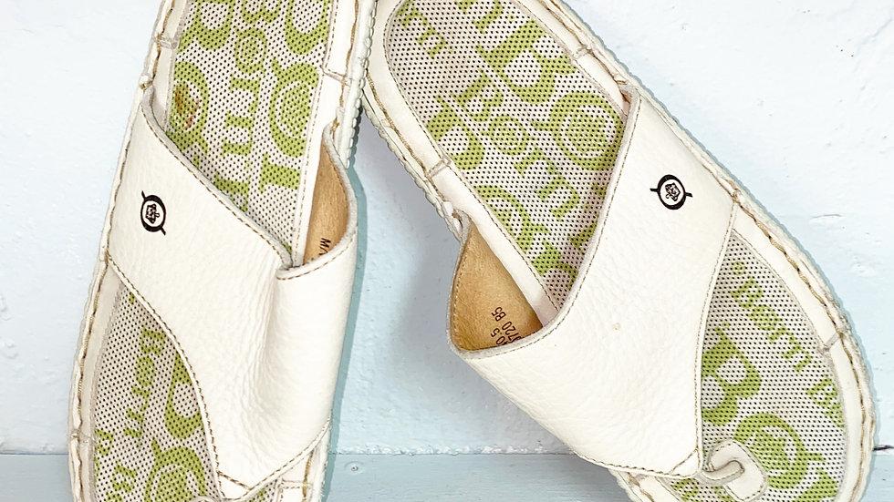 Born Thong Lime Green Cream Sandal Sz 9