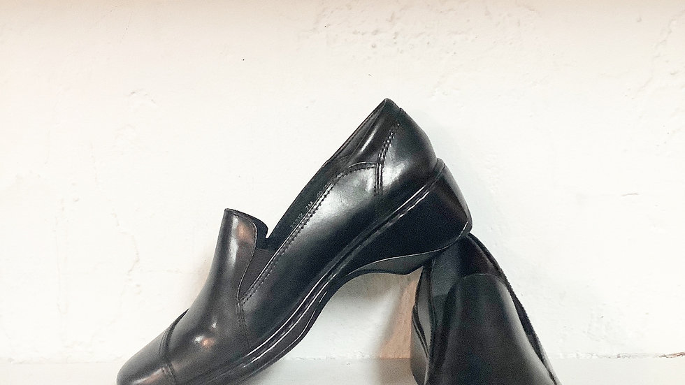 Clarks Black Leather Loafer Size 7