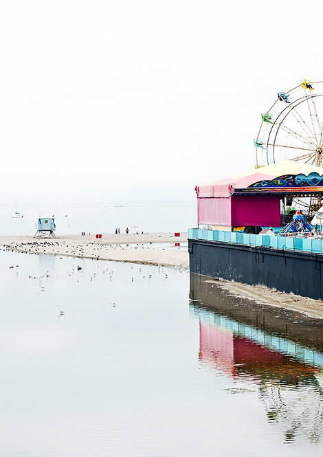 ferrishwheel in santa cruz board walk